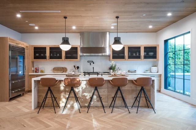 כיסאות בר, שולחן גדול וריהוט למטבח - אילוסטרציה
